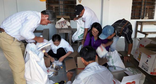 Một người dân TP.HCM hỗ trợ 2,5 tấn gạo giúp bà con bán vé số