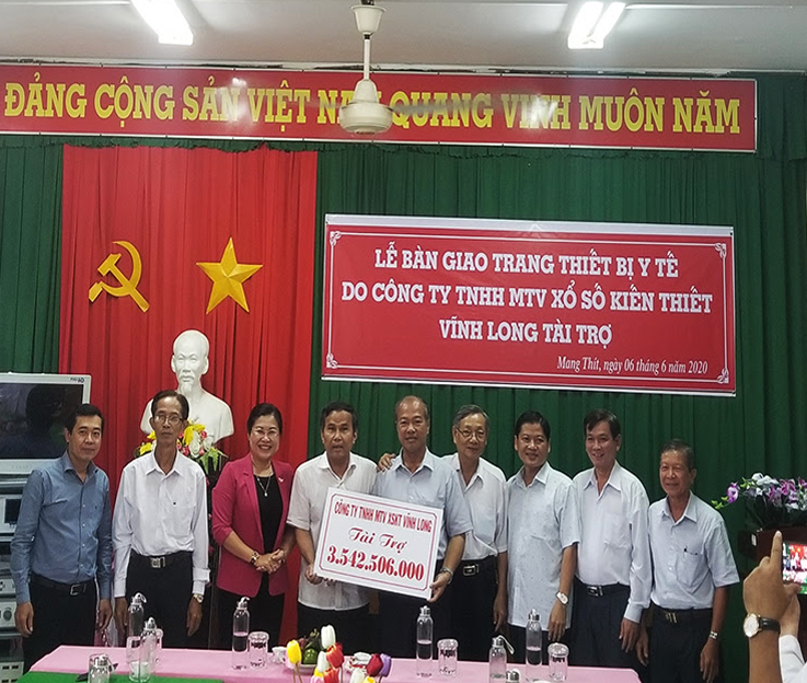 XSKT Vĩnh Long tài trợ gói trang thiết bị y tế cho Trung tâm Y tế huyện Măng Thít