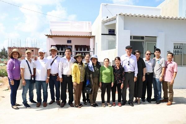 Công ty  Xổ số kiến thiết Bình Thuận phối hợp với Công ty Xổ số kiến thiết Đồng Tháp tổ chức trao 3 căn nhà đại đoàn kết cho các hộ nghèo tại huyện Phú úy tỉnh Bình Thuận