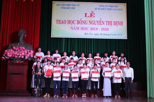 XSKT An Giang: Trao học bổng Nguyễn Thị Định cho học sinh nghèo tại tỉnh Bến Tre