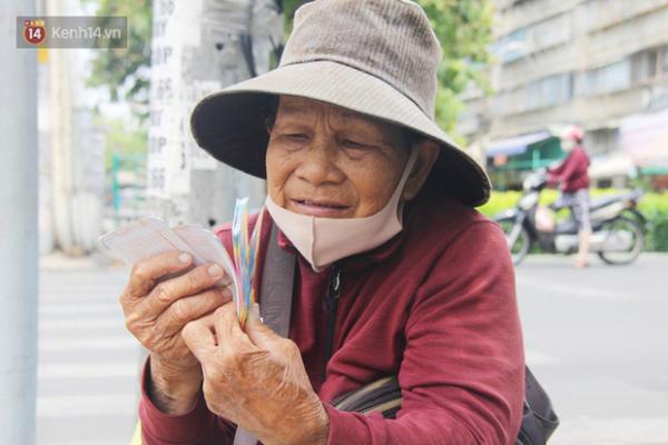 TPHCM: Người bán vé số bị ảnh hưởng do dịch COVID-19 được nhận tiền trước 8/4