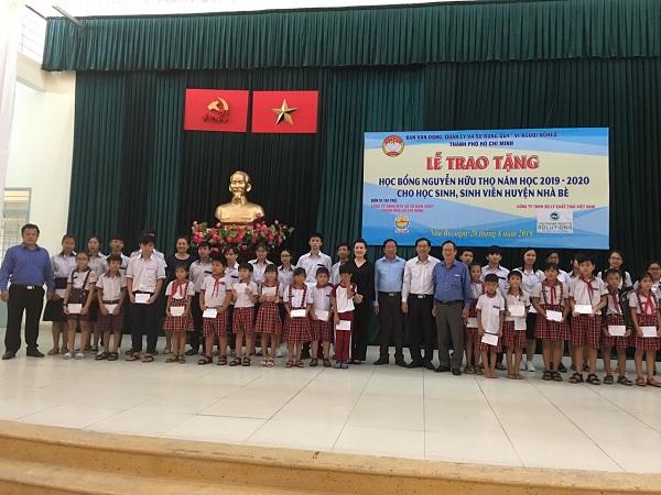 Công ty TNHH Một thành viên Xổ số Kiến thiết Tp.HCM: Trao học bổng cho học sinh nghèo hiếu học.