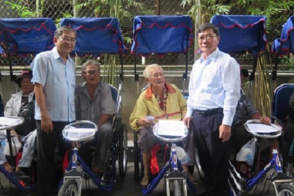 Công ty TNHH MTV XSKT Thành phố Hồ Chí Minh: Trao tặng 200 xe lắc tay cho người khuyết tật bán vé số năm 2019