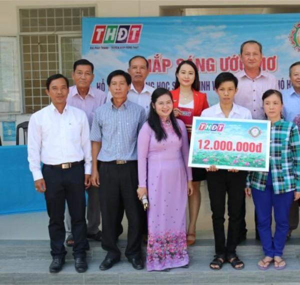 """Công ty XSKT Đồng Tháp: Trao học bổng """"Thắp sáng ước mơ"""" giúp học sinh nghèo vượt khó học tập tại xã Đốc Binh Kiều, huyện Tháp Mười"""
