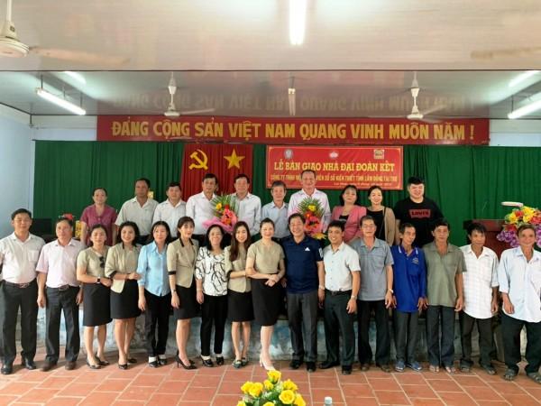 Công ty TNHH MTV Xổ số kiến thiết Lâm Đồng trao tặng 4 căn nhà đại đoàn kết tại tỉnh Đồng Tháp