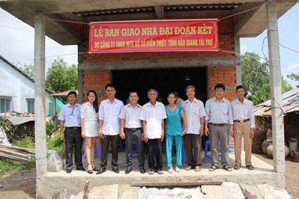 Công ty XSKT Hậu Giang: Trao nhà đại đoàn kết tại Vĩnh Long