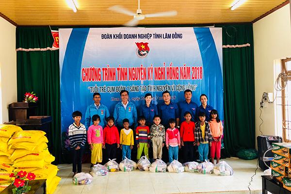 Đoàn cơ sở công ty XSKT Lâm Đồng: tham gia công tác xã hội tại Đạm Rông