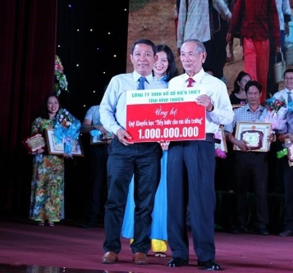 """XSKT Bình Thuận: Lễ tiếp nhận ủng hộ, trao học bổng """" Tiếp bước cho em đến trường"""" năm 2019"""