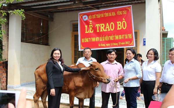 """Công ty TNHH MTV Xổ số kiến thiết tỉnh Bà Rịa – Vũng Tàu tài trợ Chương trình """"Ngân hàng bò"""""""