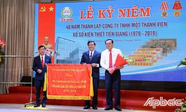 XSKT Tiền Giang: Hơn 1,1 tỷ đồng từ các đại lý vé số cho an sinh xã hội