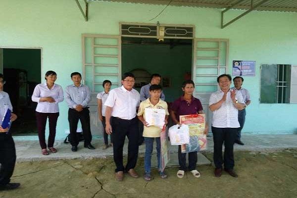 """Bàn giao """"Nhà Đại đoàn kết"""" cho người nghèo, xã Nam Ninh và Tư Nghĩa, huyện Cát Tiên, tỉnh Lâm Đồng năm 2018"""