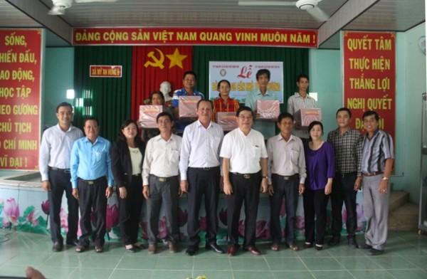 Công ty XSKT Bến Tre: Bàn giao nhà tình thương tại Đồng Tháp