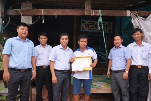 Vui, buồn nghề bán vé số dạo ở Sài Gòn