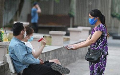 TP.Hồ Chí Minh: Gia tăng số người bán vé số dạo thời Covid