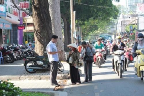 """Chuyện về những """"doanh nhân – ca sĩ hát rong""""  trên phố Sài Gòn"""