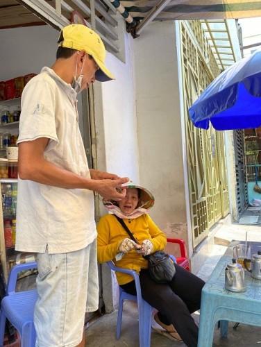TP. Hồ Chí Minh: Người bán vé dạo