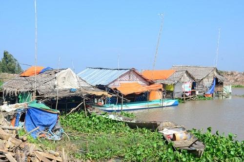 Xóm vé số Việt kiều ở Long An