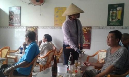 Bình Dương: Nhiều công nhân thất nghiệp chuyển sang bán vé số dạo