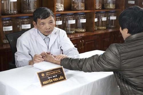 Đông y và Tây y như hai bàn tay người thầy thuốc