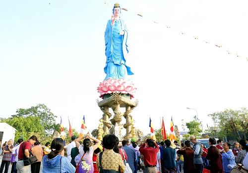 Cổ kính, huyền bí chùa Phật Ngọc Xá Lợi Vĩnh Long