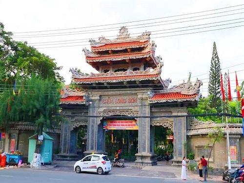 Linh thiêng chùa Phật Trắng Nha Trang.